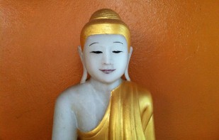 Why are ears of the Buddha stretched? | Buddha Heads
